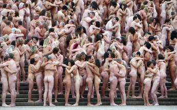 Spencer Tunick Creates Sydney Mass Nude Art Installation